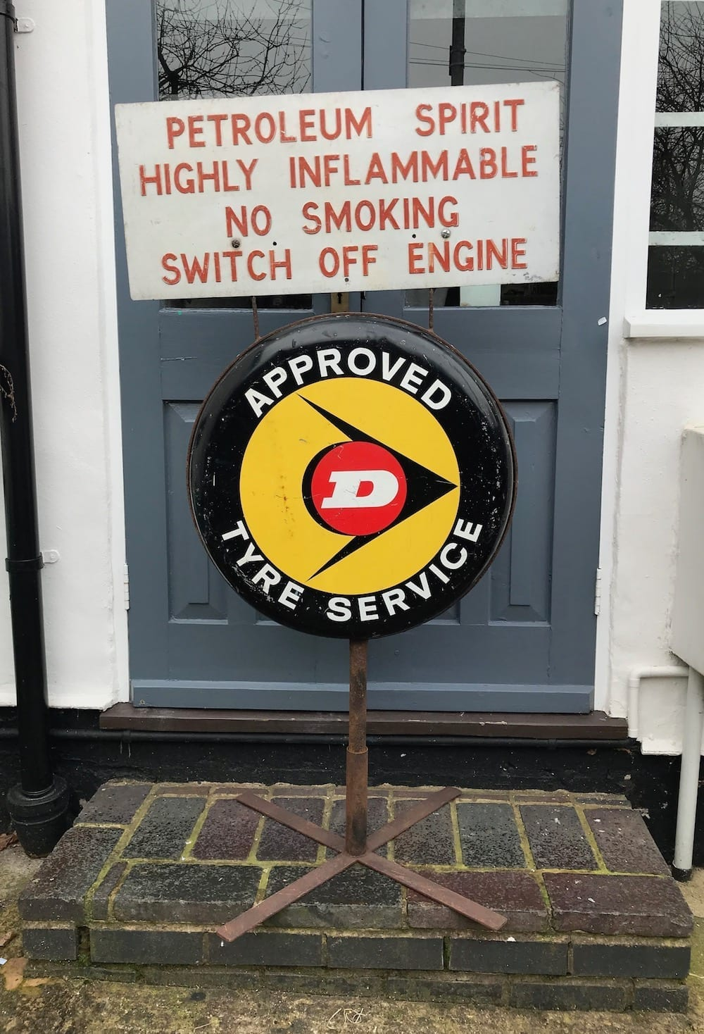 ORIGINAL DUNLOP TYRE SERVICE METAL FORECOURT BUTTON SIGN./RESERVED. - Vintage Motoring UK