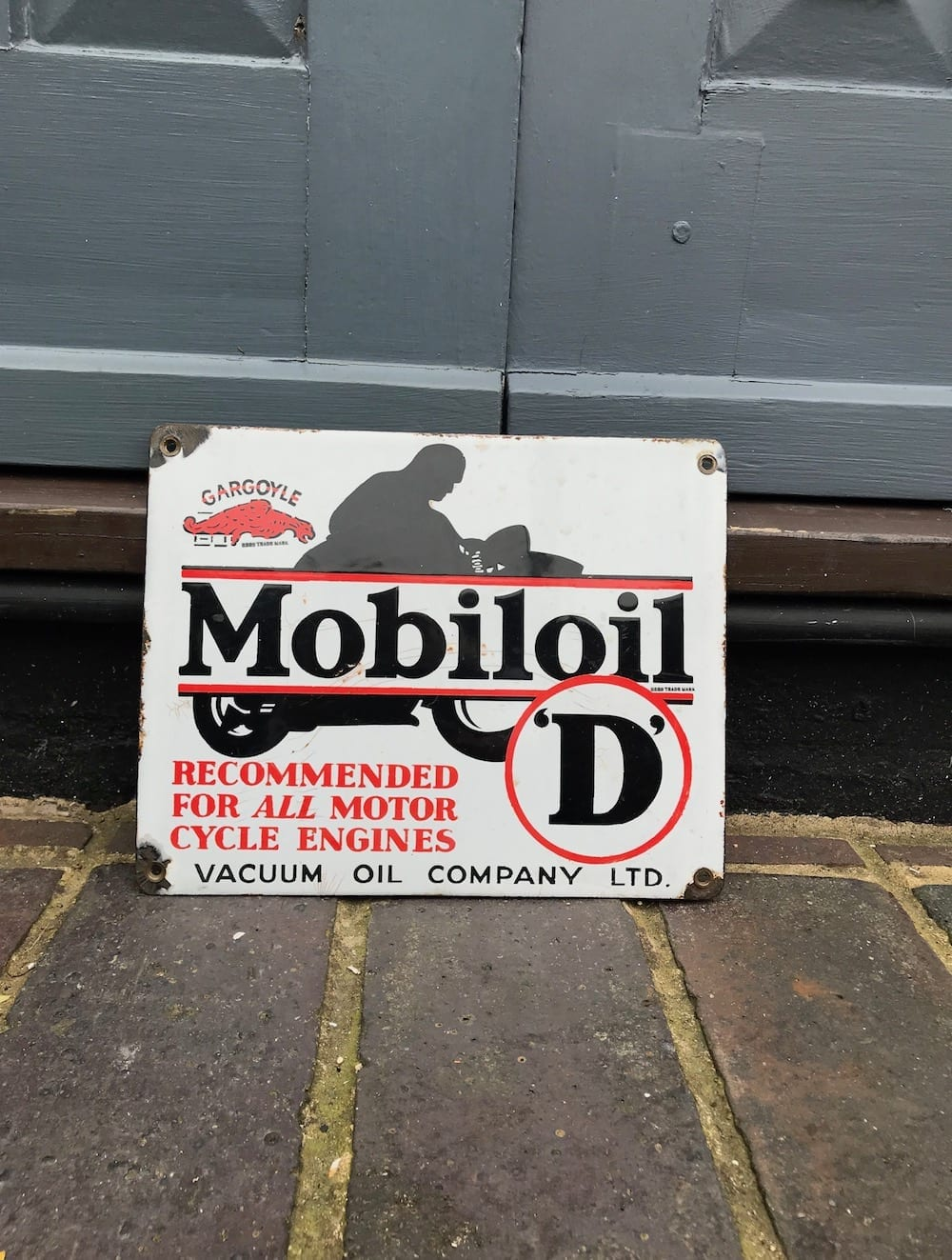 ORIGINAL MOBILOIL 'D' GARGOYLE ENAMEL SIGN. - Vintage Motoring UK